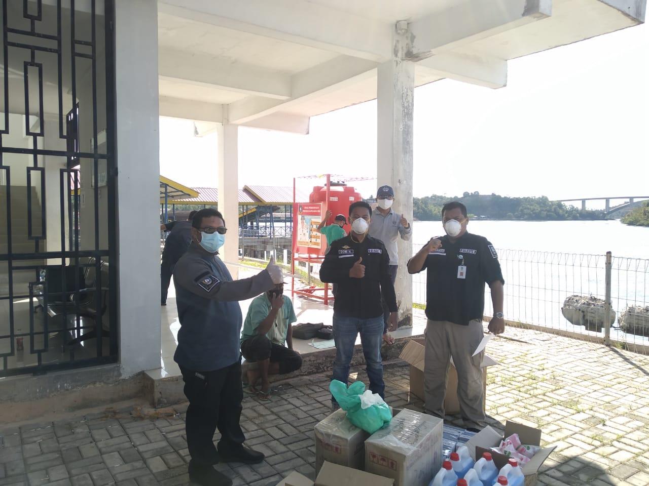 Foto Penyerahan Bantuan Disinfektan dan Sabun Cuci Tangan dari Dinas Perhubungan Prov.Kepri untuk Pelabuhan VIP Punggur dan Pelabuhan Sijantung